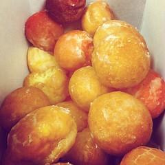 oliebol(0.0), plant(0.0), gulab jamun(0.0), candied fruit(0.0), produce(0.0), fruit(0.0), loukoumades(0.0), pä…czki(0.0), buã±uelo(1.0), baked goods(1.0), food(1.0), dish(1.0), dessert(1.0), cuisine(1.0), beignet(1.0),