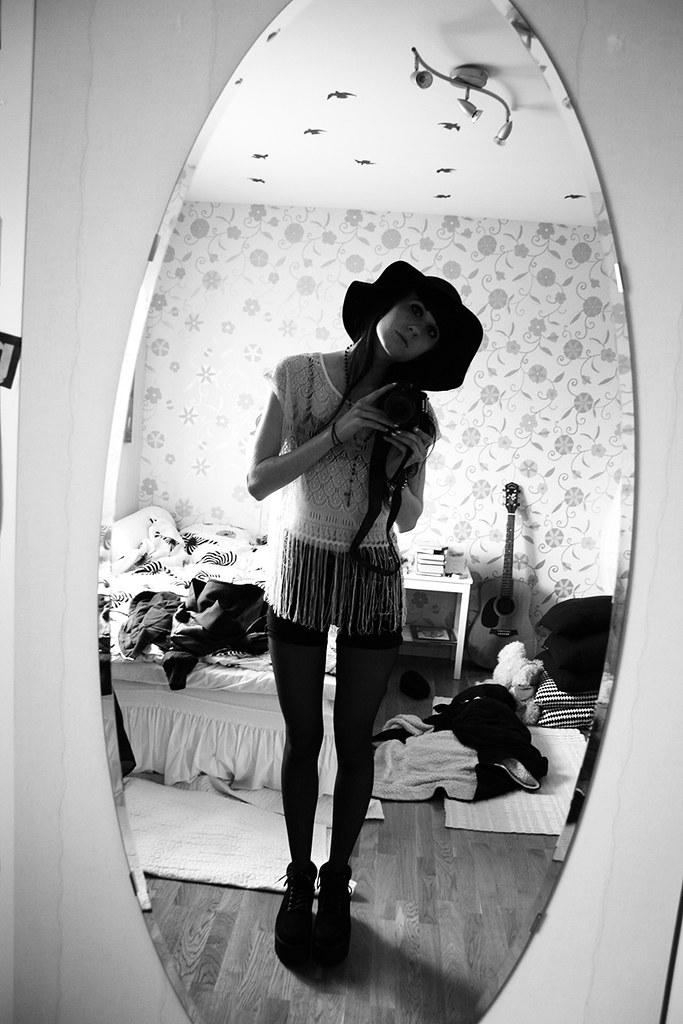 fotade mig själv i spegeln innan jag åkte hem till hilda på kalas