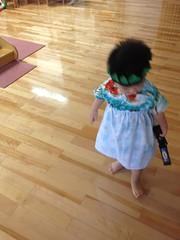 フラダンスの衣装を着たのに踊らないとらちゃん (2012/7/28)