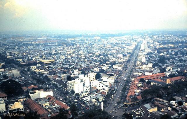 Saigon - Ngã sáu Minh Mạng với tượng đài An Dương Vương, thánh tổ Công Binh