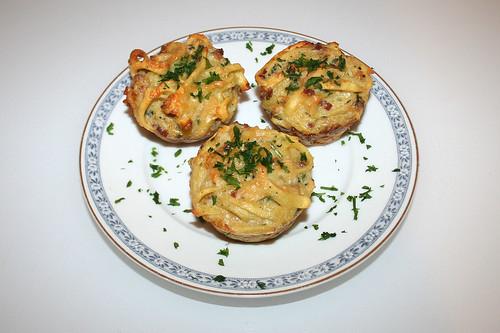 27 - Spätzle-Muffins mit Speck & Käse / Spaetzle muffin with bacon & cheese - Serviert