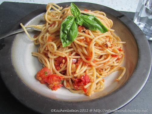 @Spaghetti mit Mandeln, Tomaten und Parmesan