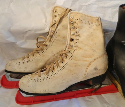 vintage pair of ice skates via homeologymodernvintage.com