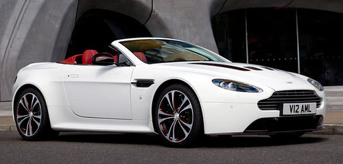 Aston Martin V12 Vantage Roadster gets official debut