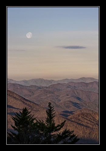 morning moon mountains nc spring northcarolina moonrise blueridgeparkway caneyforkoverlook paulmalcolm