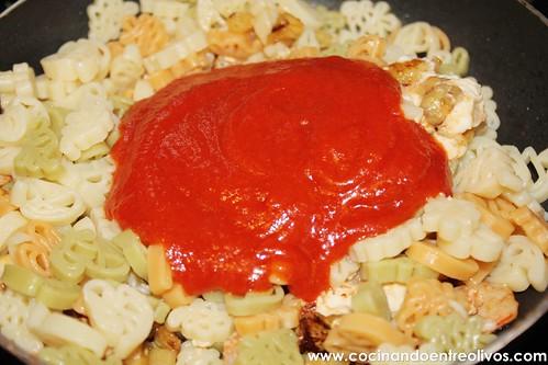 Pasta con calabacin, gambas y tomate (11)