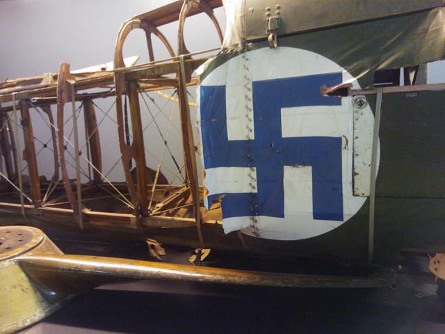 Esvástica finlandesa en el Museo del Aire.