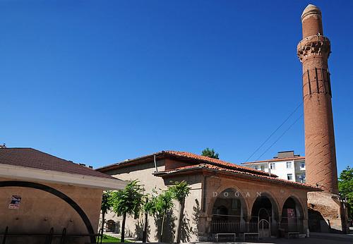 Eğri Minare Camii ( Kızıl Minare Camii )