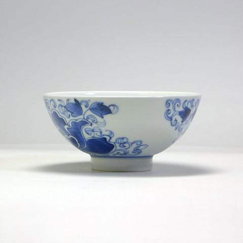 砥部焼 陽貴窯「丸茶碗/牡丹線唐草(大)」