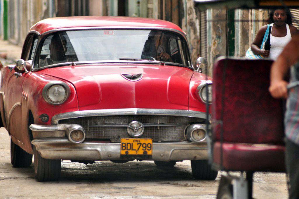 """Los denominados """"almendrones"""" nos regalan unas estupendas instantáneas por las calles de La Habana vieja. la habana - 7817186512 657c090849 o - La Habana vieja y un paseo por sus plazas"""