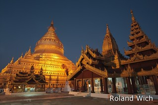 Shwezigon Pagoda at dawn