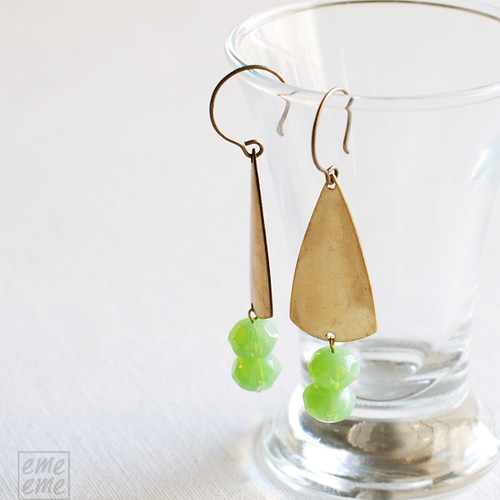 Earrings,Vintage,raw,dawanda,etsy,brass,triangles,green,faceted,glass,beads,jewelry,handmade,emeeme,pendientes,art deco,triangulos,cuentas,cristal,verde,facetado
