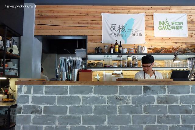 29744083431 f49fa939e7 z - 小葛廚房 Glady's Kitchen:優質空間的早午餐店,餐點以手作漢堡為主,鄰近水湳市場和美國學校