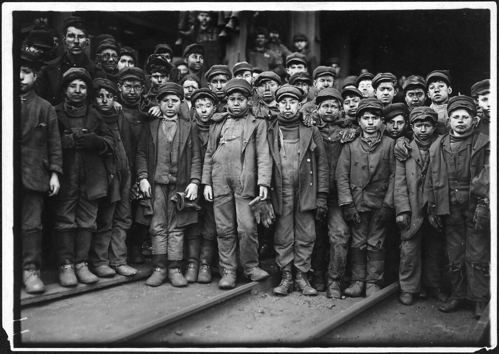 Breaker boys working in Ewen Breaker. S. Pittston, Pa, January 1911