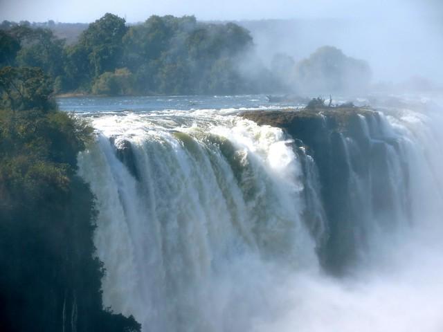 victoria falls in zimbabwae
