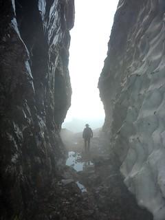 Quel étrange personnage entre dans la grotte du couloir central du Tafonatu ?