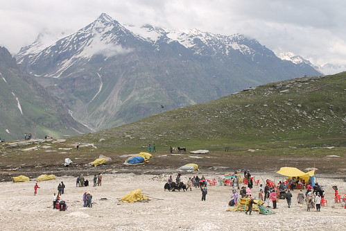 Fun and games on the Rohtang Pass
