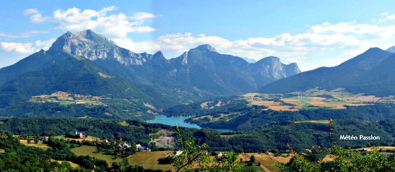 retenue de Sautet et sommets du Dévoluy au sud de Grenoble dans l'après-midi du 22 juillet 2009 météopassion