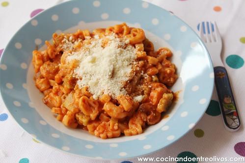 Pasta con calabacin, gambas y tomate (1)