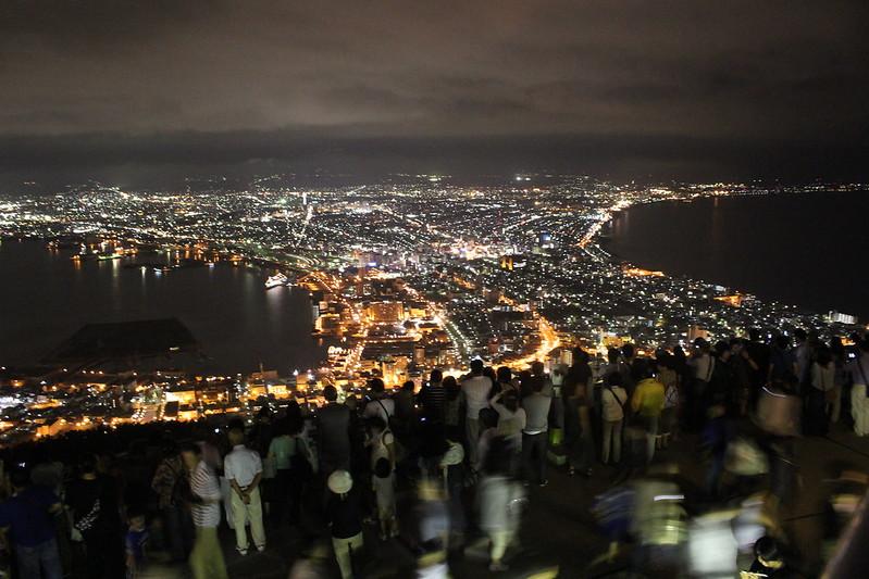 函館山は人が多すぎ