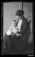 Ethel May Sterling and her daughter Margaret Francis Sterling, 1918