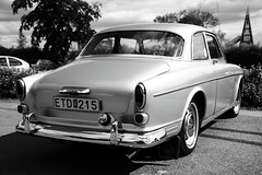 performance car(0.0), bmw 503(0.0), mercedes-benz w111(0.0), sports car(0.0), automobile(1.0), automotive exterior(1.0), vehicle(1.0), automotive design(1.0), compact car(1.0), antique car(1.0), volvo cars(1.0), sedan(1.0), classic car(1.0), vintage car(1.0), land vehicle(1.0), luxury vehicle(1.0), volvo amazon(1.0),