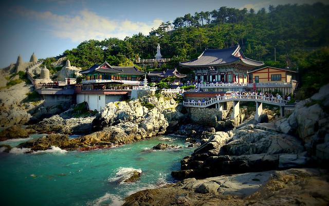 Yonggungsa Temple by CC user valeuf on Flickr