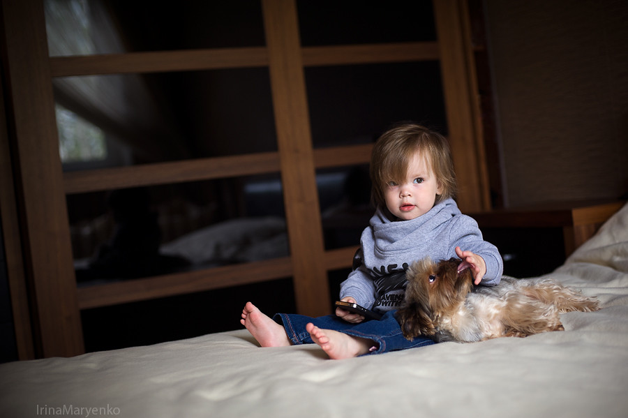 Малышка Ксюша, фотосъемка в домашних условиях с естественным светом. Фотограф Ирина Марьенко. Fotostomp.ru