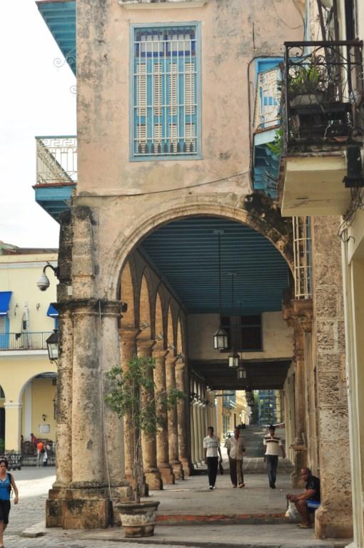 Columnatas de los edifcios la habana - 7817196334 bfa47ef853 o - La Habana vieja y un paseo por sus plazas