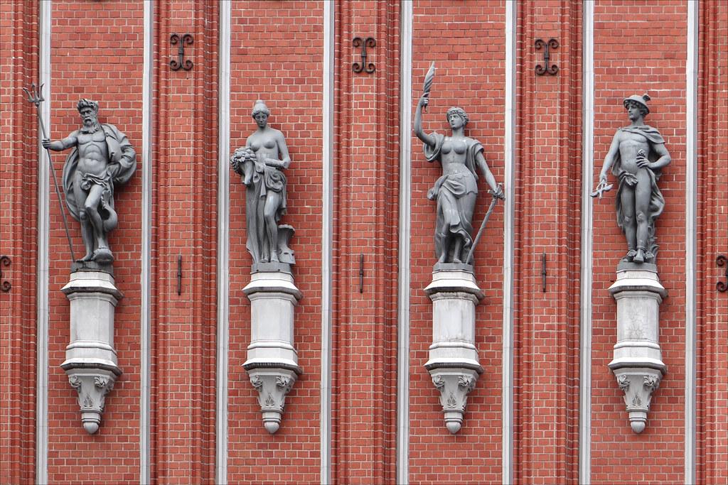 Hébergement à Riga en Lettonie. Sur la photo de Jean Pierre Dalbéra la Maison des Têtes Noires.