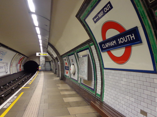 clapham-south-train-platform