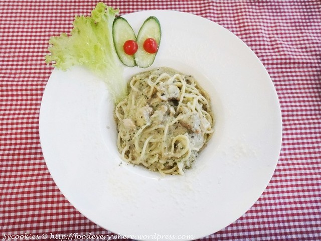 10.Country style spaghetti-stir fried with shredded chicken and wild mushroom sauce@ river side
