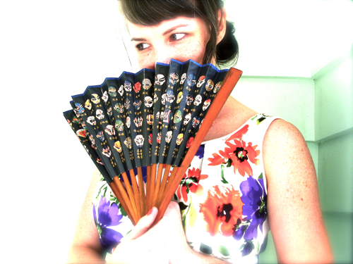 04 A hand fan. Lucha Libre style.
