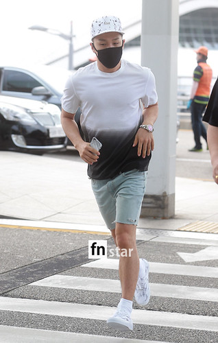 BIGBANG Incheon Airport to Shanghai Press 2015-06-19 061