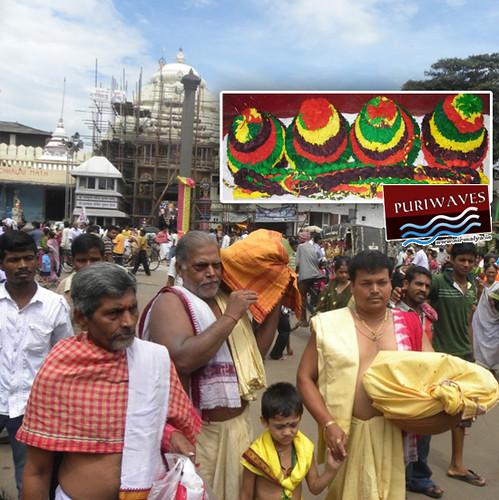 Sacred Rakhi is being Carried to Lord Sri Jagannath & Sri Balavadra