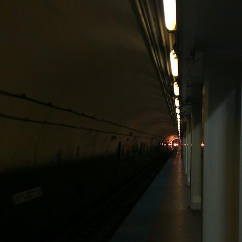 Northbound Blue Line at Washington by dharder9475