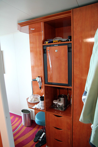Norwegian Pearl - Minibar, Ice Bucket, Drawers
