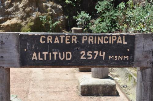 Cartel marcando la altura del cráter principal volcán poás - 7734268672 0beff09c7a - Volcán Poás en Costa Rica