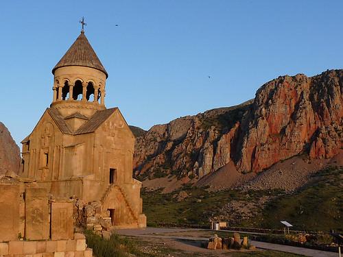 Noravank – arménský klášter v červených horách