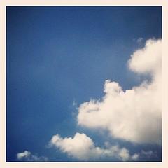 【写真】今朝の雲。まだまだ夏雲の勢い強し! #雲 #空 #sky #cloud
