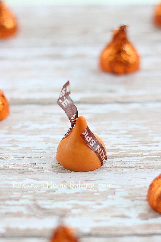 pumpkin spice kisses | Roxanashomebaking.com