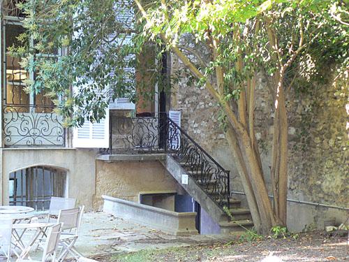 petit escalier latéral.jpg