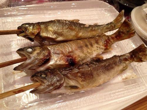 新鮮な塩焼きがいただける『洞川川魚センター』@天川村