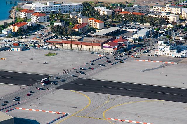 Gibraltar airport (GIB/LXGB) Runway
