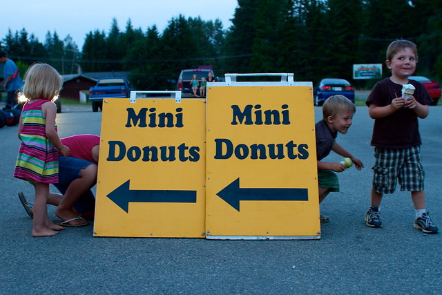 Mini donuts sign