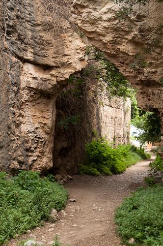 Arco natural en el barranco