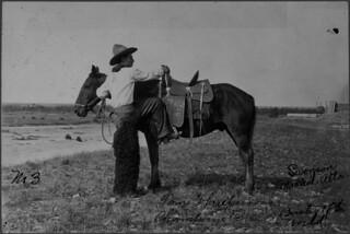 Tom Three Persons, of the Kainai First Nation, won the 1912 saddle bronc championship at the Calgary Stampede / Tom Threepersons, de la Première Nation Blood, a remporté le championnat de monte de chevaux avec selle au Stampede de Calgary de 1912
