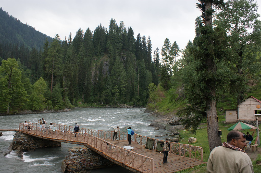 """MJC Summer 2012 Excursion to Neelum Valley with the great """"LIBRA"""" and Co - 7595713942 e0982862c8 b"""