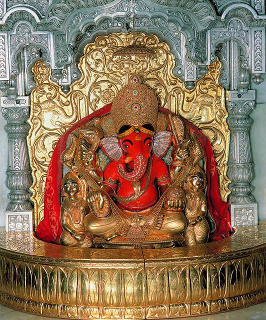2. Siddhi Vinayak Temple, Mumbai (Maharashtra)