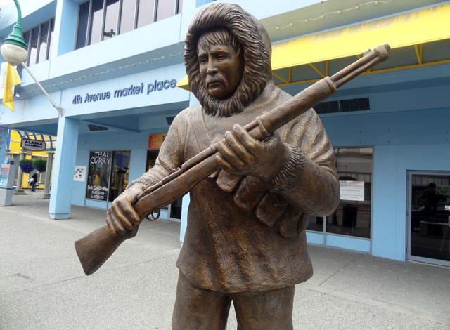 eskimo-statue